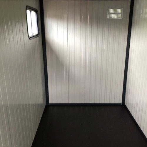 large insulated kennels